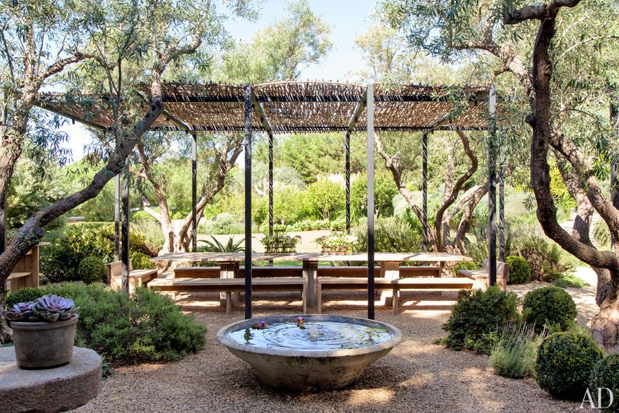 item6.rendition.slideshowHorizontal.patrick-dempsey-malibu-home-12-outdoor-dining-area