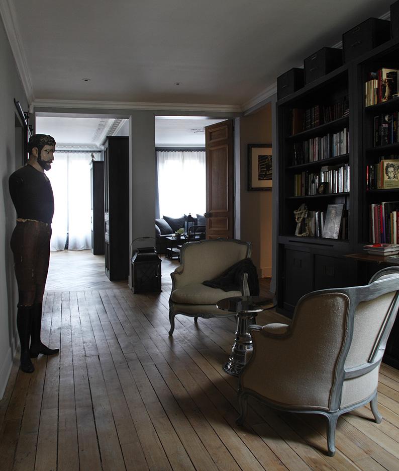 David Gaillard in grigio