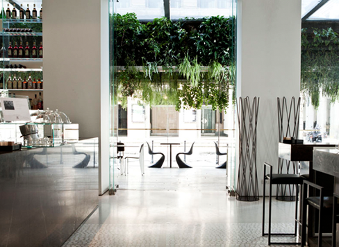 Cafè Trussardi, un dehor inondato di verde – In the mood for design