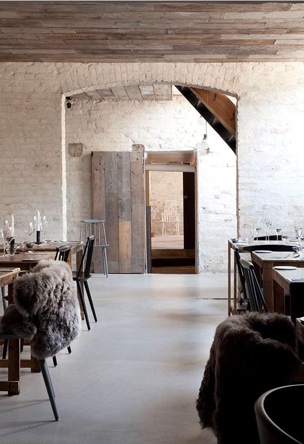 Host restaurant (2)