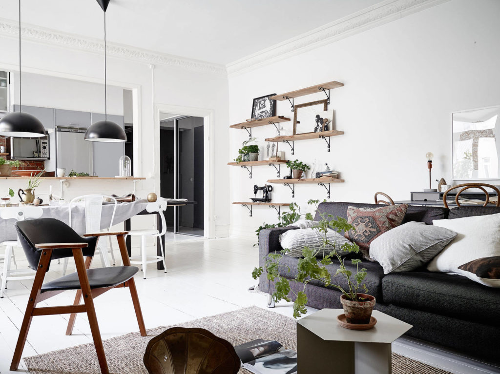 Interno in bianco nero e grigio con mattoni a vista in the mood for design - Mattoni a vista per interni ...