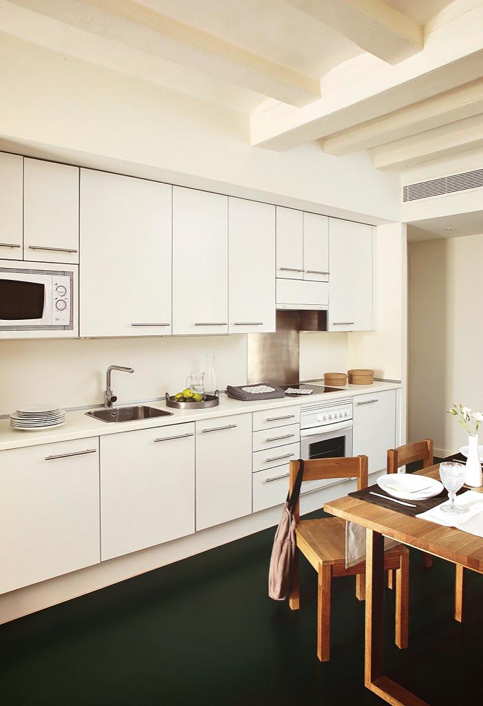 Tint and cozy una piccola casa piena di luce a barcellona - Casa piena di zanzare ...
