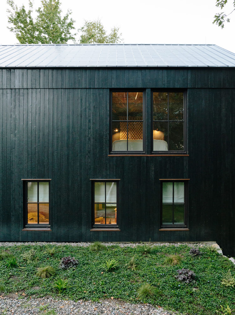 flights-of-fancy-new-york-hudson-valley-retreat-facade-vermont-timber-frames-insulated-panels-charred-cedar-cladding-agway-metals-roof-panels