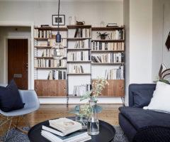 Un appartamento in bianco e grigio