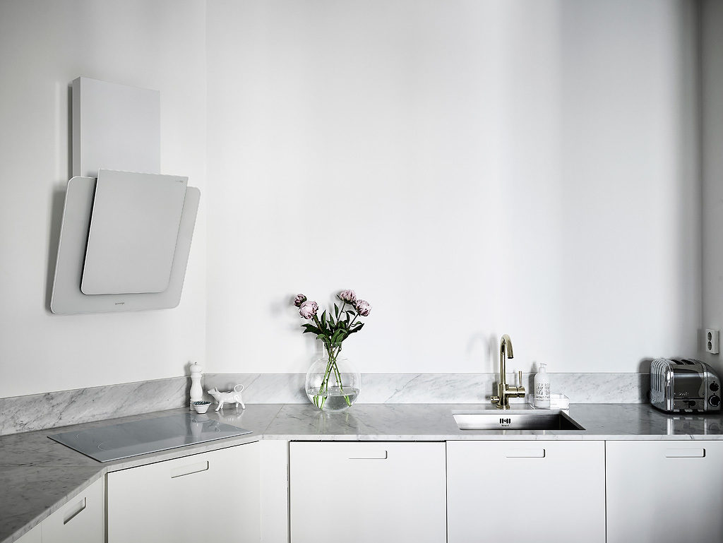 casa in total white cucina 1