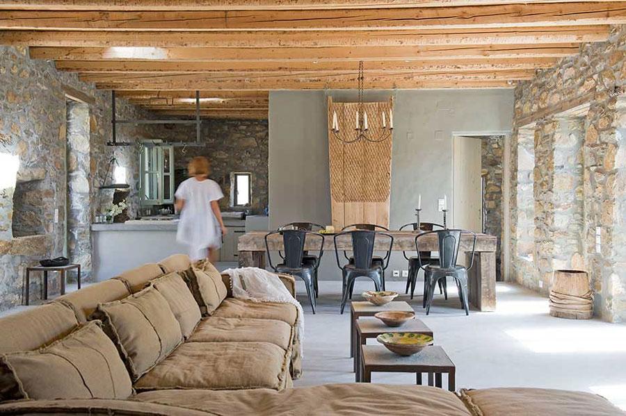 Una ovile in pietra si trasforma in casa per le vacanze a Serifos ...