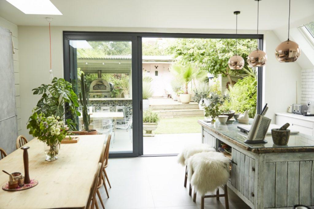 Cucina con vista sul giardino in the mood for design - Cucina con vetrata a vista ...