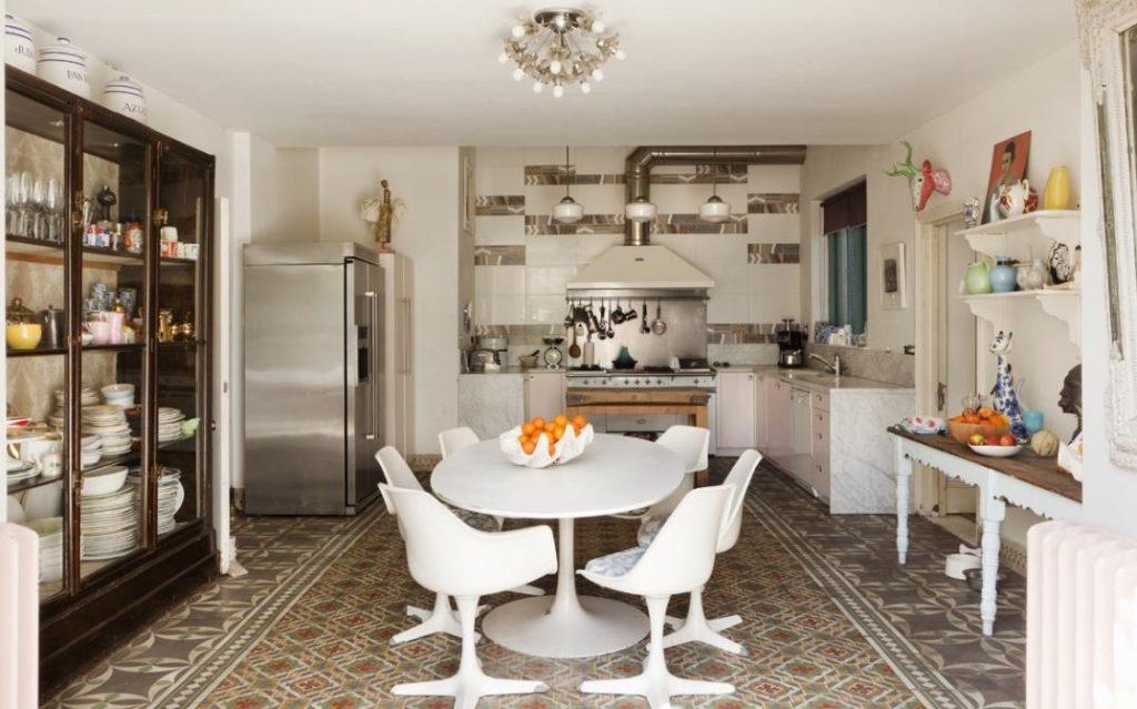 Una casa eclettica con un tocco di romanticismo