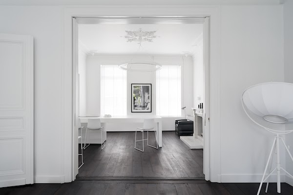 1 Un interno total white a Maastricht