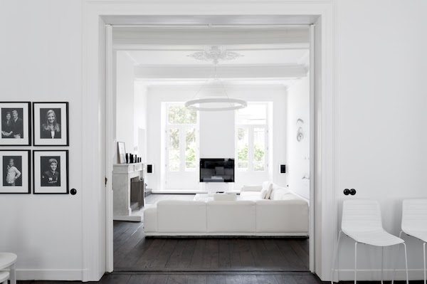 2 Un interno total white a Maastricht