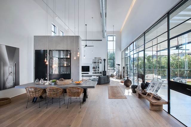 Un grande casa dal fascino industriale a Tel Aviv