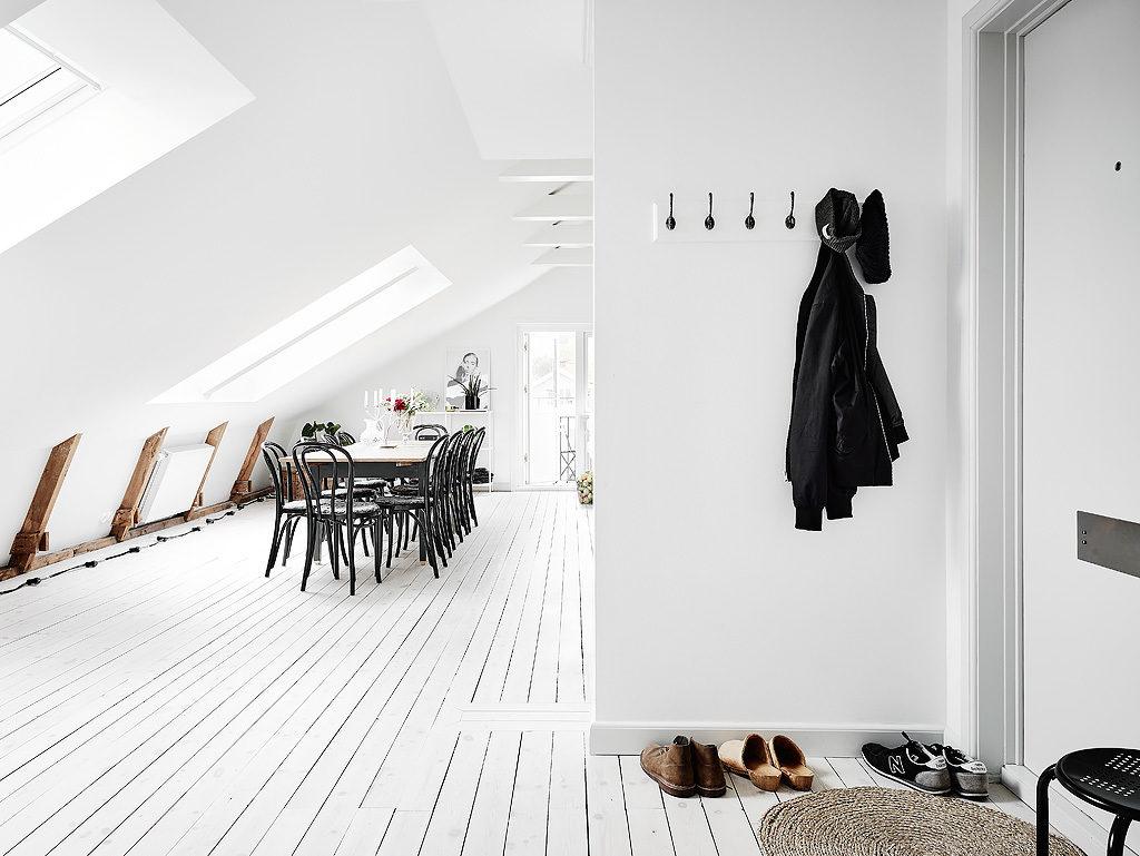 3 Mansarda in bianco e grigio