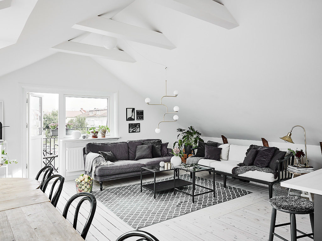Mansarda in bianco e grigio 10
