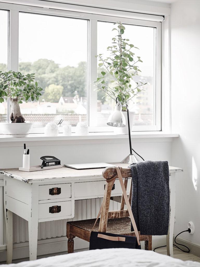 Mansarda in bianco e grigio 16