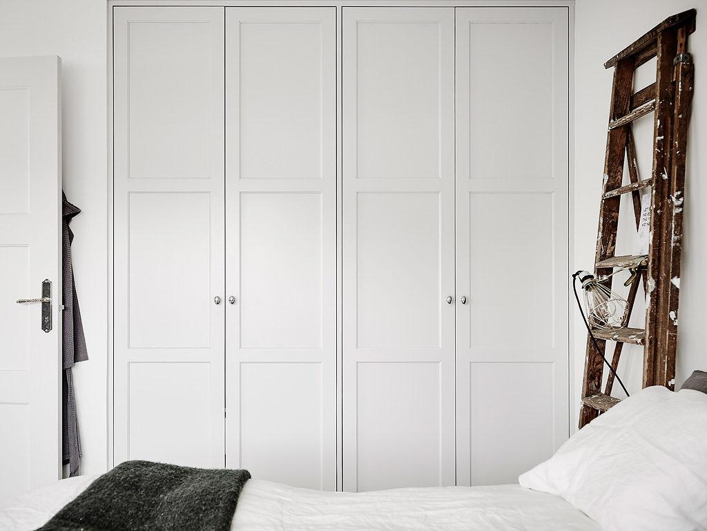 Mansarda in bianco e grigio 18