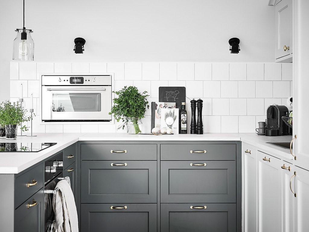 Mansarda in bianco e grigio 3
