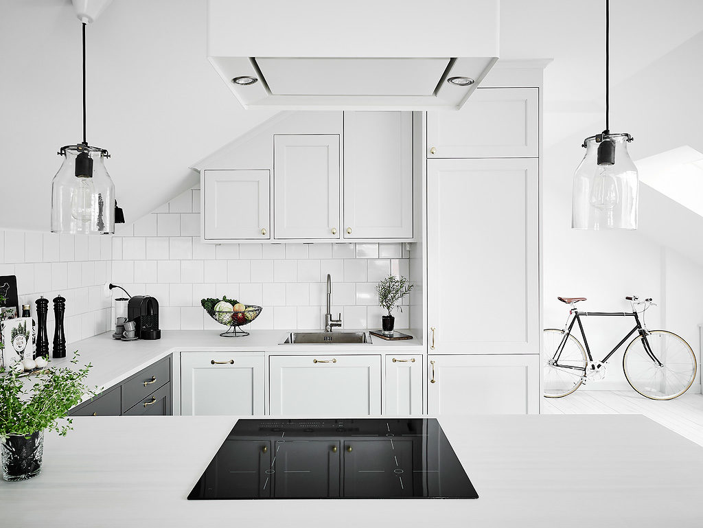 Mansarda in bianco e grigio 4
