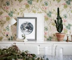 Una tappezzeria floreale dai delicati colori pastello