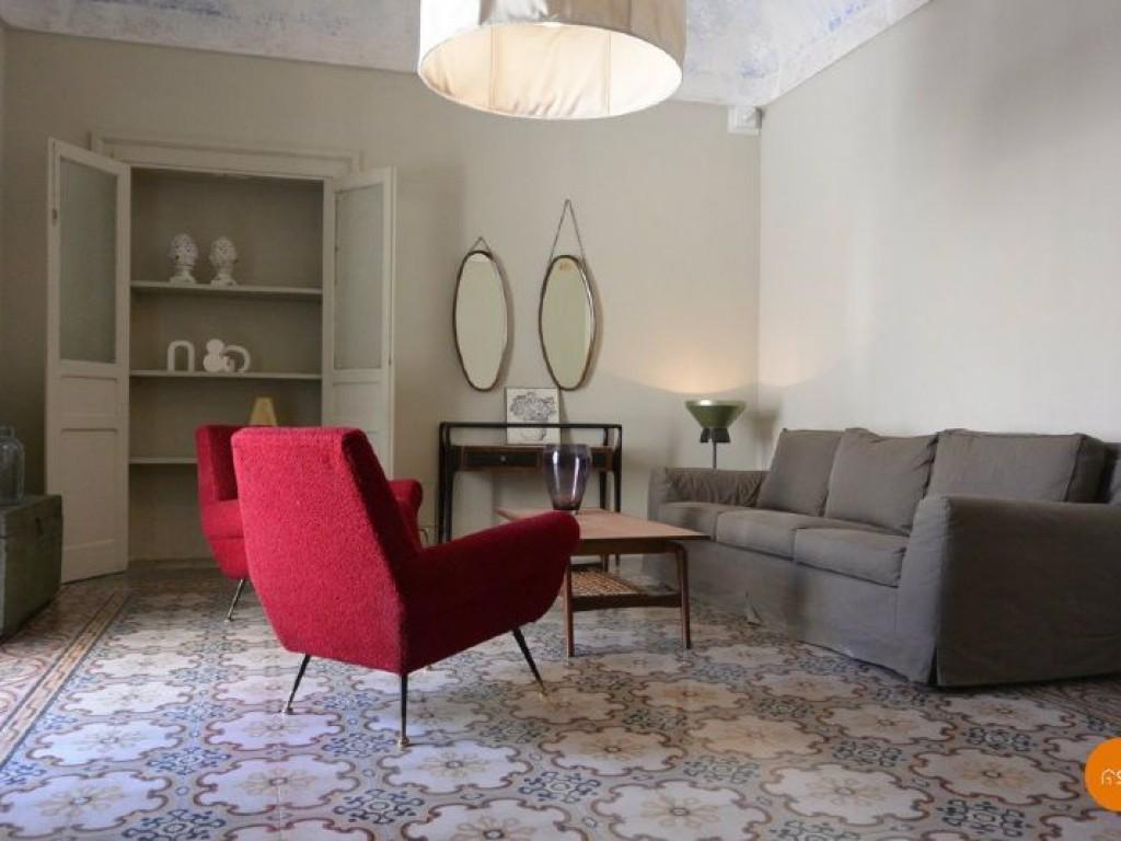 Airbnb Seires Due Poltrone Rosse Per Un Interno Siciliano In The