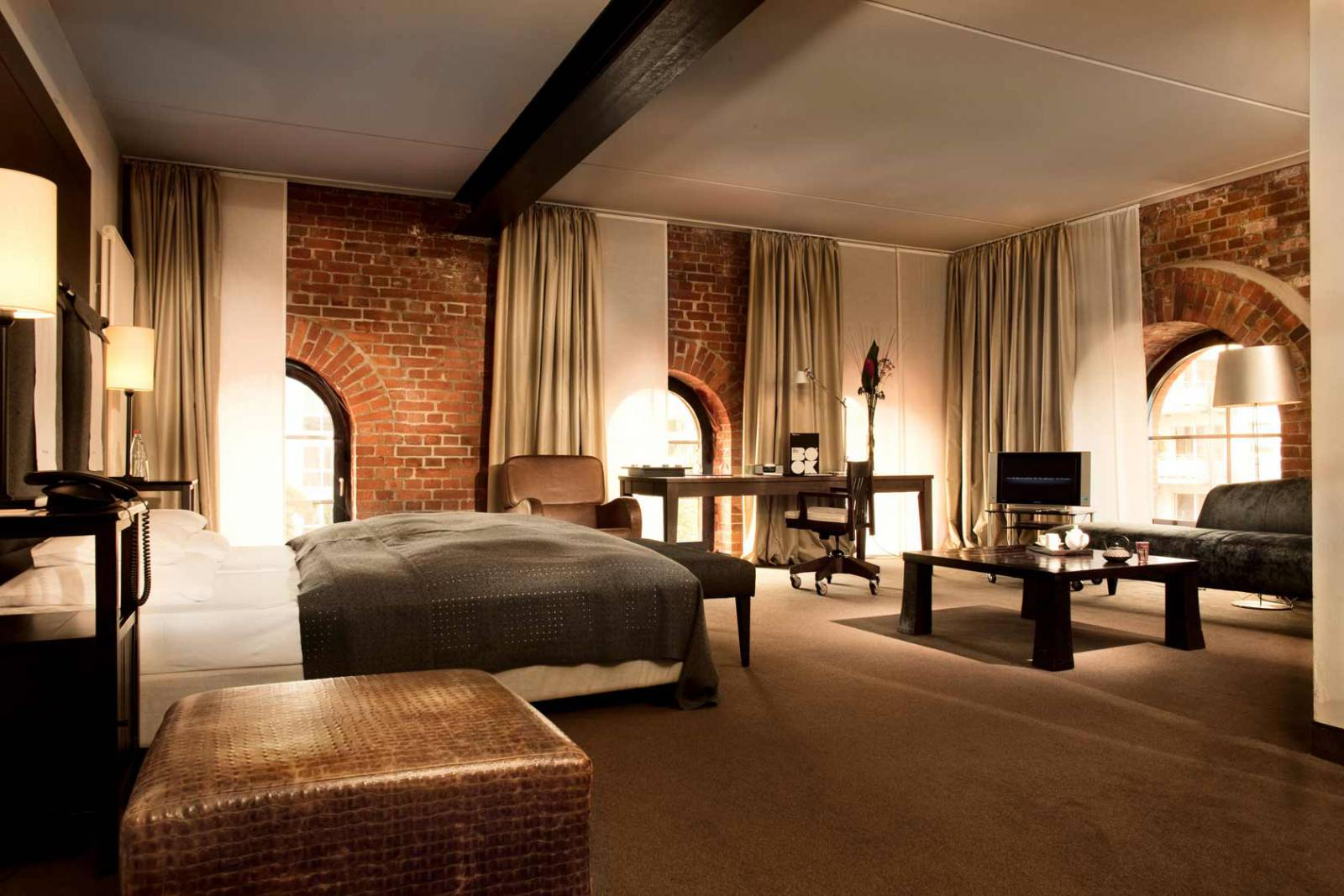 un hotel in stile loft ad amburgo in the mood for design. Black Bedroom Furniture Sets. Home Design Ideas