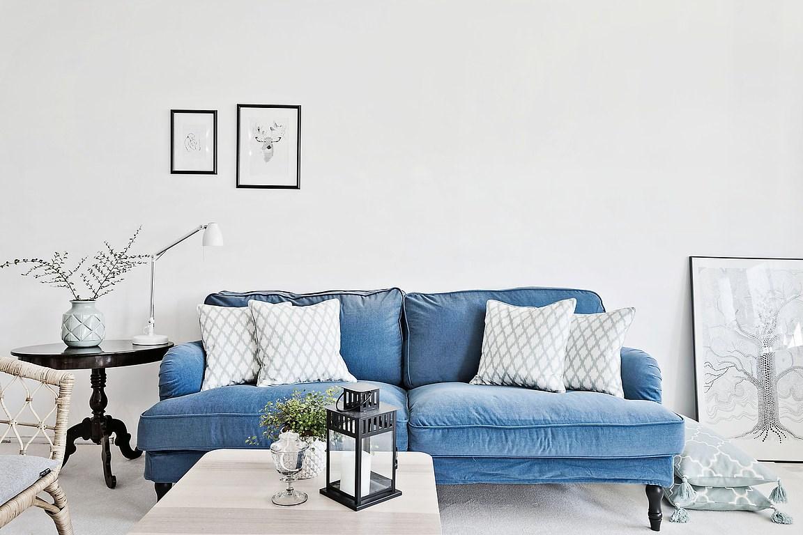 Inspirations un divano in velluto nel colore del mare for Divani per casa al mare