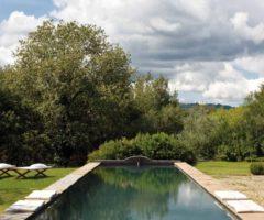 Sotto il cielo della Toscana, e sopra le maioliche dipinte a mano