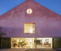 In the mood for architecture: la Casa Rossa di EXTRASTUDIO