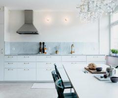Interni nordici: una cucina rigorosa ed essenziale, ma di grande effetto