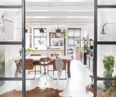Go green: Total white e piante a non finire per una casa olandese