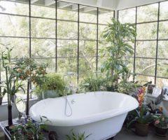 """Get the look: lo stile """"jungle"""" prende piede nella stanza più privata della casa"""