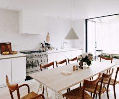 In the mood for architecture: un'officina si trasforma in casa accogliente