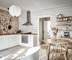 Tiny and cozy: trasferirsi in una casa più piccola e renderla accogliente