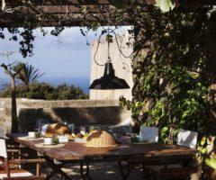 Airbnb series: un affascinante dammuso a Pantelleria