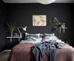 Spotlight on color: look deciso per una stanza da letto dalle pareti scure