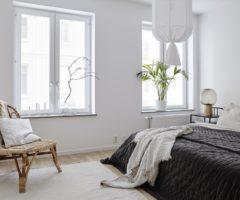 Interior Inspiration: grandi finestre e abbondanza di luce per un interno senza tempo