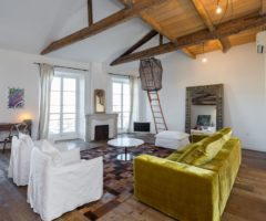 Airbnb series: un interno in stile loft con vista sui tetti di Nizza
