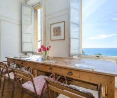 Airbnb series: un appartamento con vista mare per una vacanza in Costa Azzurra