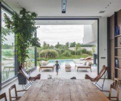 Big and Bright: Ramp House, una strordinaria casa affacciata sul fiume