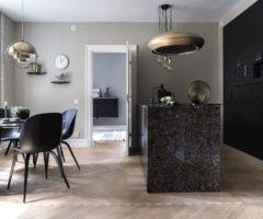 Interior Inspiration: dettagli classici e una cucina total black molto chic