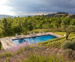 Vacanze italiane: una casa con vista mozzafiato sulle colline umbre
