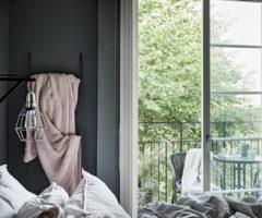 Tiny&cozy: un bilocale prende vita con una palette che punta sul grigio