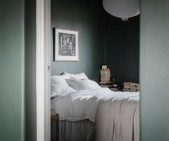 Spotlight on colors: verde scuro e azzurro polvere per un interno speciale