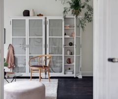 Interior inspiration: un interno total white reso speciale da delicati accenti color pastello