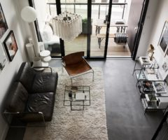 Tiny&cozy: un monolocale con la stanza da letto sul soppalco