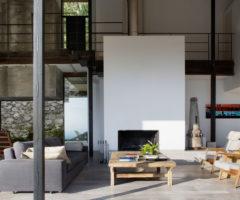 In vacanza dagli architetti: una finca riqualificata per togliere lo stress