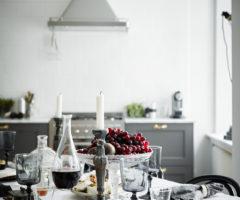 Interno in bianco e grigio in stile nordico