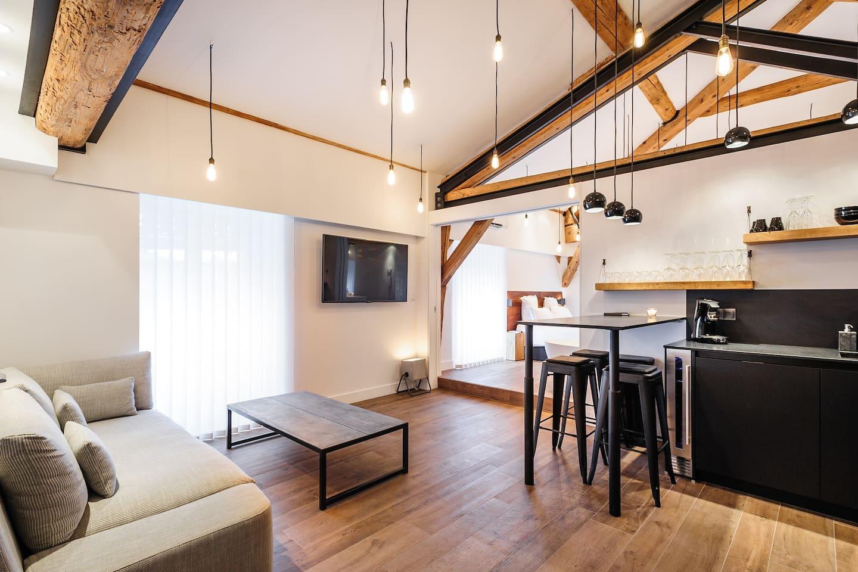 Soffitto Travi A Vista airbnb series: travi a vista per un piccolo loft a lione