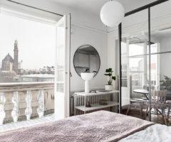 Interior inspiration: una grande parete divisoria in vetro