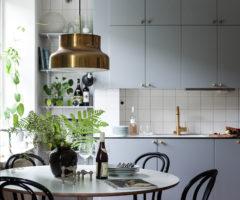 Spotlight on color: dettagli dorati + grigio luminoso per un interno tiny & cozy