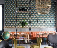 Taste the beauty: Pescheria con cottura, piatti di mare in un locale di design